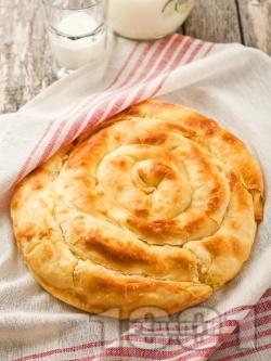 Баница с яйца, сирене и мая - класическа рецепта без кисело мляко - снимка на рецептата